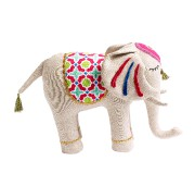 Éléphant en peluche, 16,99$, collection Destination pour la... (PHOTO FOURNIE PAR WINNERS) - image 4.0