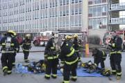 Quelque 40 pompiers sont intervenus pour éteindre le... (Photo Le Quotidien, Louis Potvin) - image 2.0