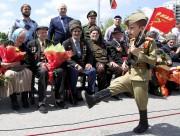 Un enfantparade àGrozny enTchétchénie pour soulignerle 71eanniversaire de... (AP, Musa Sadulayev) - image 3.0