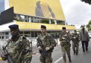 Des militaires patrouilles à Cannes. Le ministre de... (Agence France-Presse, Loic Venance) - image 1.0