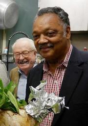 Jean-Maire Le Pen (à gauche) et Jesse Jackson.... (PHOTO JEAN-GÉRARD DU MANOIR, NEWS PICTURES) - image 3.0