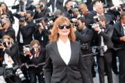 En lunettes noires, smoking et talons plats, l'actrice... (PHOTO AFP) - image 2.0