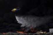 Deux hélicoptères spécialisés ont été envoyés sur place... (PHOTO AFP, PEDRO ARMESTRE) - image 1.0