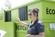 Soulianka Viens a installé un conteneur de l'écocentre... (Julie Catudal, La Voix de l'Est) - image 1.0