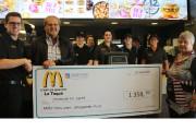 Devant les employés du restaurant McDonald's, on voit... (Audrey Tremblay, Le Nouvelliste) - image 2.0