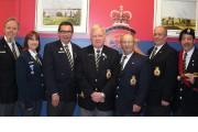 De gauche à droite: Robert Trépanier, officier d'entraide;... - image 6.0