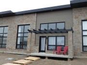 Ces résidences à l'architecture moderne combinent pierre et... (Courtoisie) - image 1.1