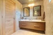 Les meubles-lavabos de toutes les salles de bains... (PHOTO FOURNIE PAR RE/MAX 2001, N.M.) - image 5.0