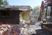Mardi, une équipe entamait les travaux de démolition.... (Patrick Woodbury, LeDroit) - image 1.0