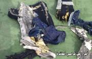 Des débris d'une valise... (PHOTO AFP/FOURNIE PAR L'ARMÉE ÉGYPTIENNE) - image 1.1