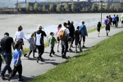 Quelque 150 marcheurs de tous âges ont participé... (Photo Le Quotidien, Mariane L. St-Gelais) - image 3.0