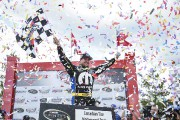 Andrew Ranger célèbre sa victoire lors de la... (Matthew Manor, NASCAR) - image 1.0