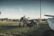Imaginez une piste ovale en terre battue, des machines à deux roues de toutes... - image 4.0