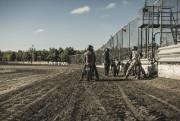 Imaginez une piste ovale en terre battue, des machines à deux roues de toutes... - image 6.0