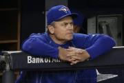 Le gérant John Gibbons regarde avec dépit la... (Julie Jacobson, AP) - image 1.0