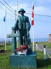 Le soldat érigé en mémoire des anciens combattants,... (Photo fournie par Claude Rioux) - image 1.1