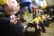 Piñatas de Donald Trump fabriquées à Los Angeles... (AFP, Frederic J. Brown) - image 5.0