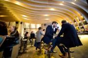 Après les soupers, les clients du Gravity Bar... (PHOTO DAVID BOILY, LA PRESSE) - image 1.0