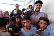 Sur la photo, des déplacés ayant fui la... (PHOTO AFP) - image 2.0