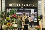 Un fleuriste vend ses bouquets au coeur du... (PHOTO MARIE-ÈVE MORASSE, LA PRESSE) - image 4.0