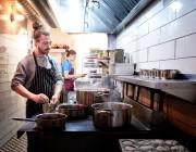 Le chef du restaurant Fantôme, Jason Morris... (PHOTO MARCO CAMPANOZZI, ARCHIVES LA PRESSE) - image 1.0