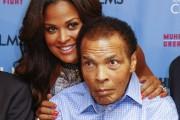 Muhammad Ali et sa filleLaila en 2013... (AFP, Michael Hickey) - image 2.0