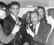 Muhammad Ali avec le militant des droits des... (AP, archives) - image 2.0