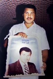 Cette photo de 1986 montre Muhammad Ali tenant... (AP, Amr Nabil) - image 4.0