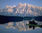 Banff, situé à environ 126km de Calgary, est... (Photo archives La Presse Canadienne) - image 1.1