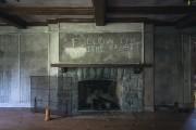 L'imposant foyer d'une des pièces du rez-de-chaussé. «Pour... (PHOTO ULYSSE LEMERISE, COLLABORATION SPÉCIALE) - image 1.0