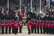 La reine ÉlisabethII a procédé samedi matin à... (PHOTO OLI SCARFF, AFP) - image 1.0