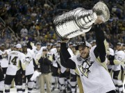 Le capitaine des Penguins de Pittsburgh, Sidney Crosby... (Marcio Jose Sanchez, Associated Press) - image 3.0