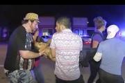 Un blessé est évacué du club Pulse après... (AP, Steven Fernandez) - image 5.0