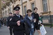 Un jeune activiste est arrêté après avoir voulu... (Associated Press) - image 4.0