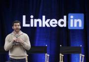 LinkedIn conservera son indépendance et son dirigeant actuel,... (AP, Marcio Jose Sanchez) - image 2.0