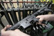 Le fusil d'assaut AR-15 est légal aux États-Unis.... (AP, Charles Krupa) - image 3.0