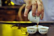 La dégustation du thé revêt une signification particulière... (PHOTO ARCHIVES AFP) - image 2.0