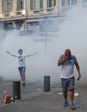 La police française a utilisé dugaz lacrymogène, vendredi,... (PHOTO AP) - image 2.0