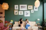 Les trois propriétaires ont accroché au mur des... (Photo Marco Campanozzi, La Presse) - image 1.0