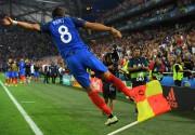 Dimitri Payet célèbre son but en toute fin... (PHOTO REUTERS) - image 2.0