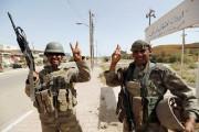 Les forces irakiennes ont hissé vendredi le... (PHOTO Thaier Al-Sudani, REUTERS) - image 4.0