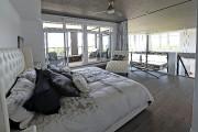 Cette chambre en mezzanine jouit d'une terrasse attenante.... (Le Soleil, Patrice Laroche) - image 2.0