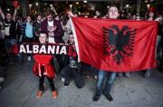 Des milliers d'Albanais de tous âges ont laissé... (AFP, Armend Nimani) - image 3.0