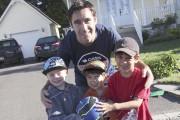 Olivier Quirion accompagnés de ses fils Mathis et... (PHOTOS VÉRONIQUE TREMBLAY) - image 1.0