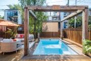 Cette piscine installée dans le quartier Rosemont en... (Photo fournie par Piscine Fibro) - image 2.0