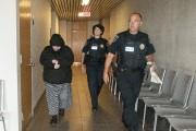Julie Morissette est arrivée sous escorte policière au... (Photo Le Quotidien, Michel Tremblay) - image 1.0