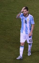 Lionel Messi avait l'air déconfit après sont tir... (PHOTO AFP) - image 2.0