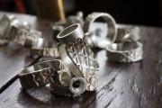 Combien de bijoux émergent de l'atelier de Matthieu... (Alain Dion, La Voix de l'Est) - image 1.0