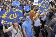 Des milliers de Britanniques ont défilé samedi à Londres... (AFP, Niklas Halle'n) - image 2.0