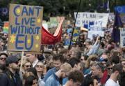 Des milliers de Britanniques ont défilé samedi à... (AFP, Chris J Ratcliffe) - image 3.0